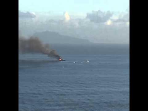 Napoli, in fiamme lo yacht di De Laurentiis