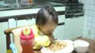 食欲VS睡魔 (eating vs sleeping) thumbnail