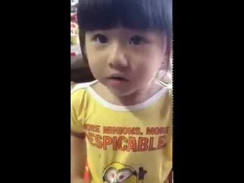 Em bé bị thẩm vấn cực dễ thương