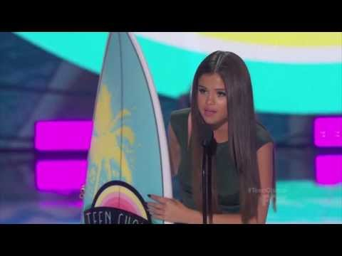 Nick Jonas And Selena Gomez Wins Teen Choice Awards 2013