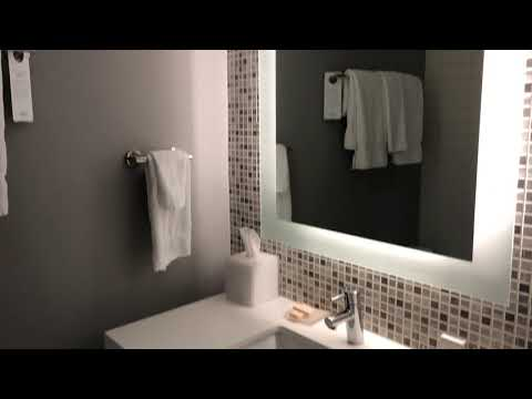 Courtyard By Mariott New York Downtown Manhattan Room Tour - 1 King Bed Room