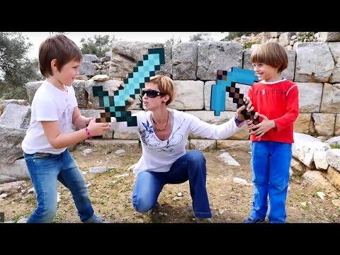 Майнкрафт испытания. Битва и Квест из игрушек minecraft. Маша, Арсений и Адриан