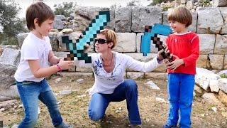 - Маинкрафт испытания. Битва и Квест из игрушек minecraft.