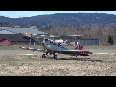 DH-60 Moth LN-KFM flying at Kjeller