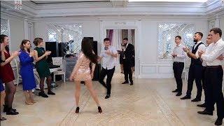Download Батл на свадьбе Петра и Кристины. Танцы парней против девушек Mp3 and Videos