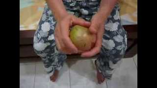 How To Eat Vu Sua or Breast-Milk Fruit
