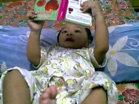 Faris baca buku