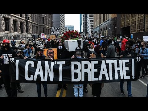 شاهد: الآلاف في مينيابوليس يهتفون -لا عدالة لا سلام- قبل انطلاق المحاكمة في قضية جورج فلويد…  - نشر قبل 2 ساعة