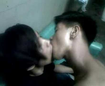 emo hot kiss images