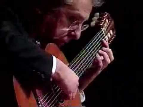 Pepe Romero en concierto interpretando música española