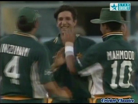 Wasim and Waqar destroy India at Perth | CUB Series 2000 | HUNTING IN PAIRS!!