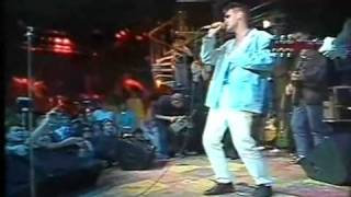 The Smiths - There Is A Light That Never Goes Out (Live)