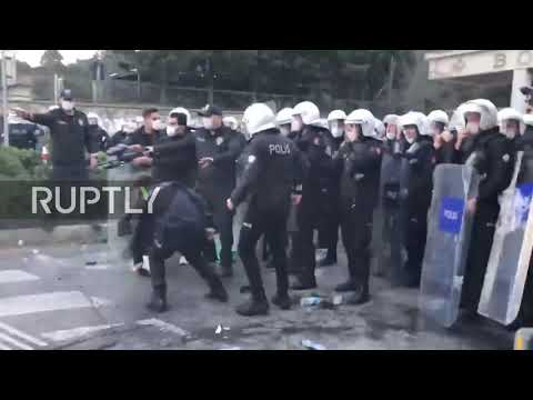 Turkey: Police scuffle with students as hundreds rally against Erdogan-appointed uni head