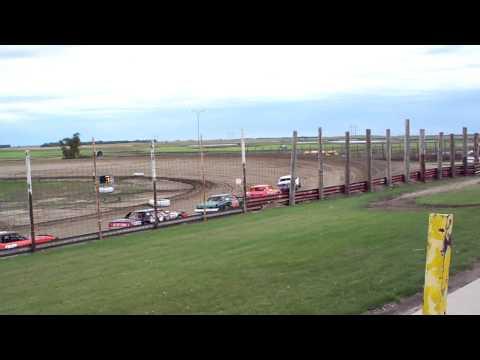 100 0711 2015 09 07 Devils Lake Speedway Pure Stock Heat 2