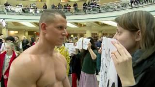 Реклама білизни і оголені чоловіки в Білорусі  одні жінки протестували, інші – фотографувалися