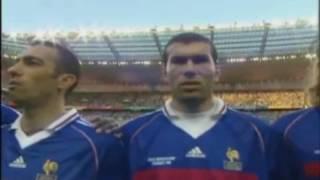 Fabien Barthez se marre pendant l'hymne de la finale 1998