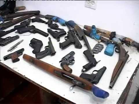 Участковый полицейский продавал изъятое оружие