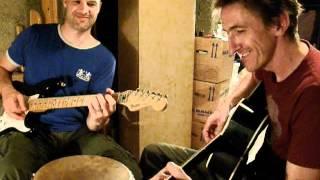 Groovy Doppel-Gitarren-Improvisation mit Wolfram und Martin (Kellermusik) 02:48