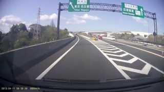 あわや大事故!?新東名入口手前で逆走に気付いた車両が反転... DR400G-HD thumbnail