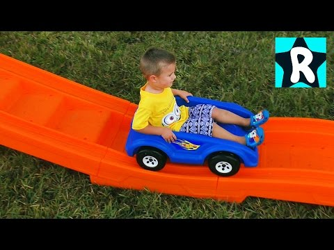 Хот Вилс Супер ЭКСТРЕМАЛЬНАЯ ГОРКА Hot Wheels Гонки на Машинках с Микки и Минни Маус Видео для Детей