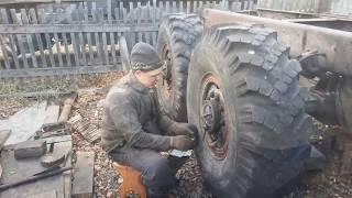 Урал 4320 .Ремонт часть 36. ставим колёса,подкачка и т.д.