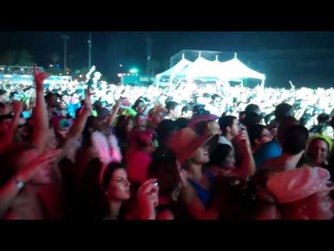 Benny Benassi LIVE Dropping Cinema (Skrillex Remix) @ EDC Orlando - Electric Daisy Carnival 2011