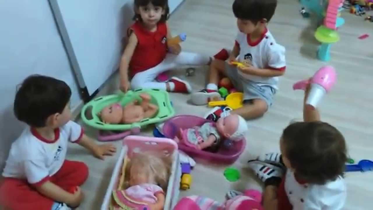 Jugando en clase por rincones escuela infantil pecas mp4 for Juguetes para jardin infantil