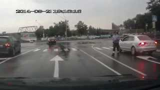 Пешеходный переход и гомельская гроза, нет гром, нет вспышка, точно не то, а молния