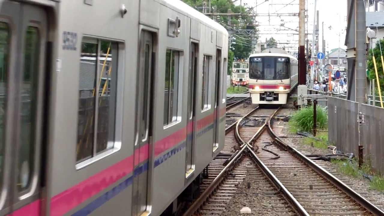 2012年8月18日 快_【2012年8月18日までの光景】 京王調布 平面交差 2つの列車が大 ...