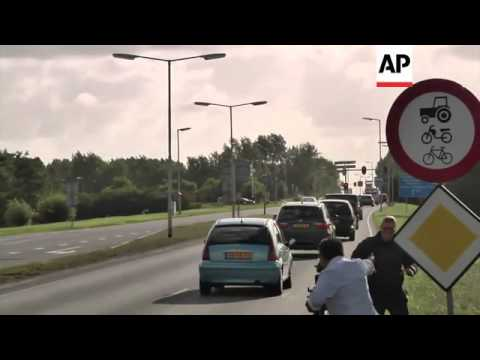 UN inspectors welcomed by colleagues as they arrive in The Hague