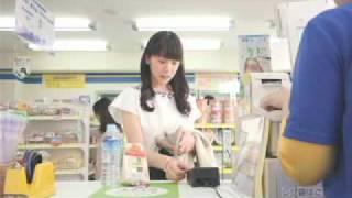 街ナカの様々なコンビニで、Suicaでピピッと軽快にお買い物をしているシ...