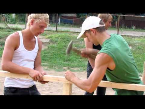 Молодежь строит скейт-парк