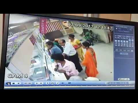 CCTV Live Theft in Bank: Woman theif steals four lakh cash after cutting bag with blade.