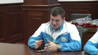 Новый чемпион мира по тяжелой атлетике Александр Зайчиков чисто говорит на казахском