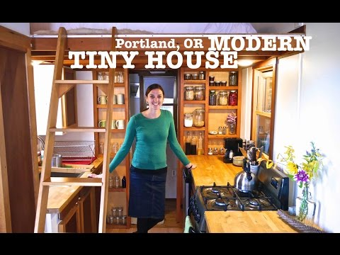 School Teacher builds Tiny House using 80% Salvage