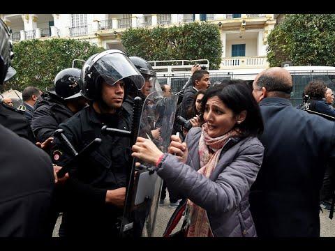 احتجاجات في تونس بسبب الوضع الاقتصادي
