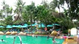 도배인력 45 - 파타야의 메리어트 호텔의 수영장 - …