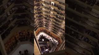 Kentucky Choir Students Entertain Hotel Guests With National Anthem