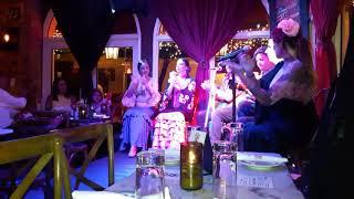 США,  Майями, Флорида. Кубинское кафе с живой музыкой и танцами фламенко.