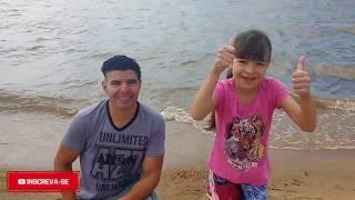brincando na praia com a erika part  2 buscando conchas