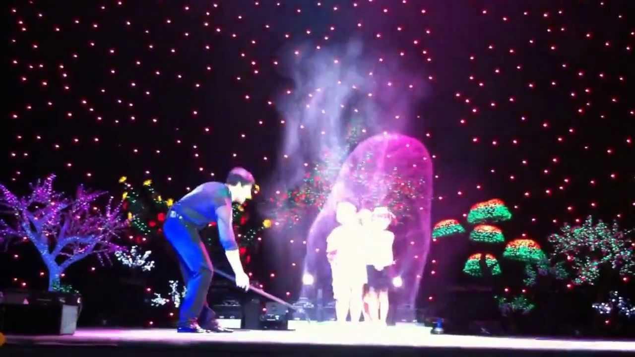 Fan Yang Bubble show in Vietnam - 4 children in a big bubble
