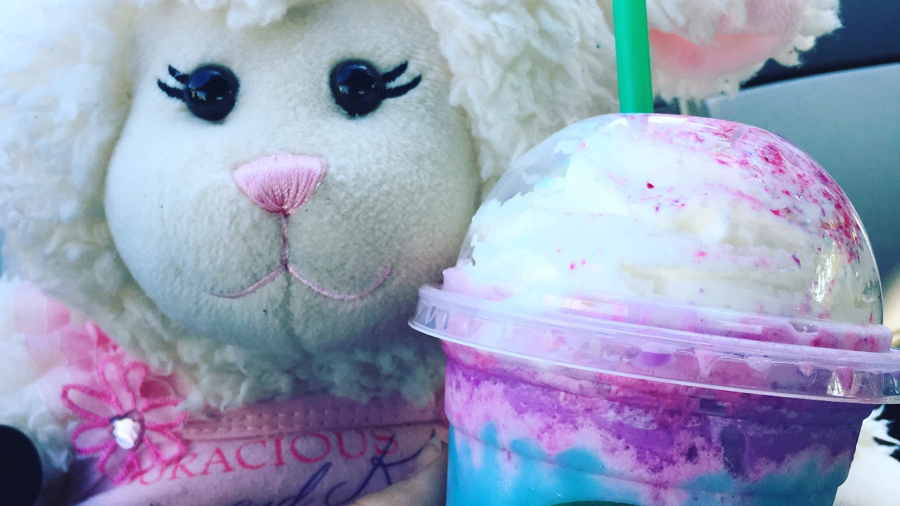 #544: Lambie's Unicorn Frappuccino Taste Test!