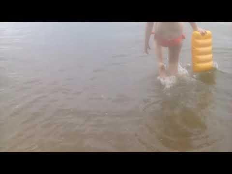 Вика купается