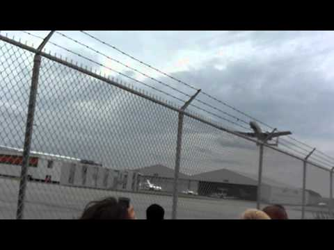 [MUST WATCH] CRAZY PILOT! A-10 Warthog @ CYYZ 2/3
