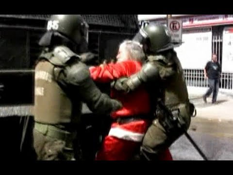 Santa joins student protests in Chile