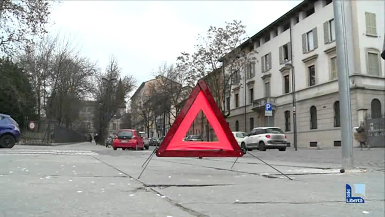 Triangolo riflettente per emergenza stradale auto 6019021 rosso