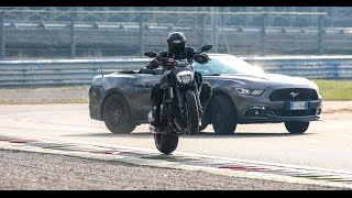 Duel Ford Mustang 5.0 Convertibile VS Ducati Diavel