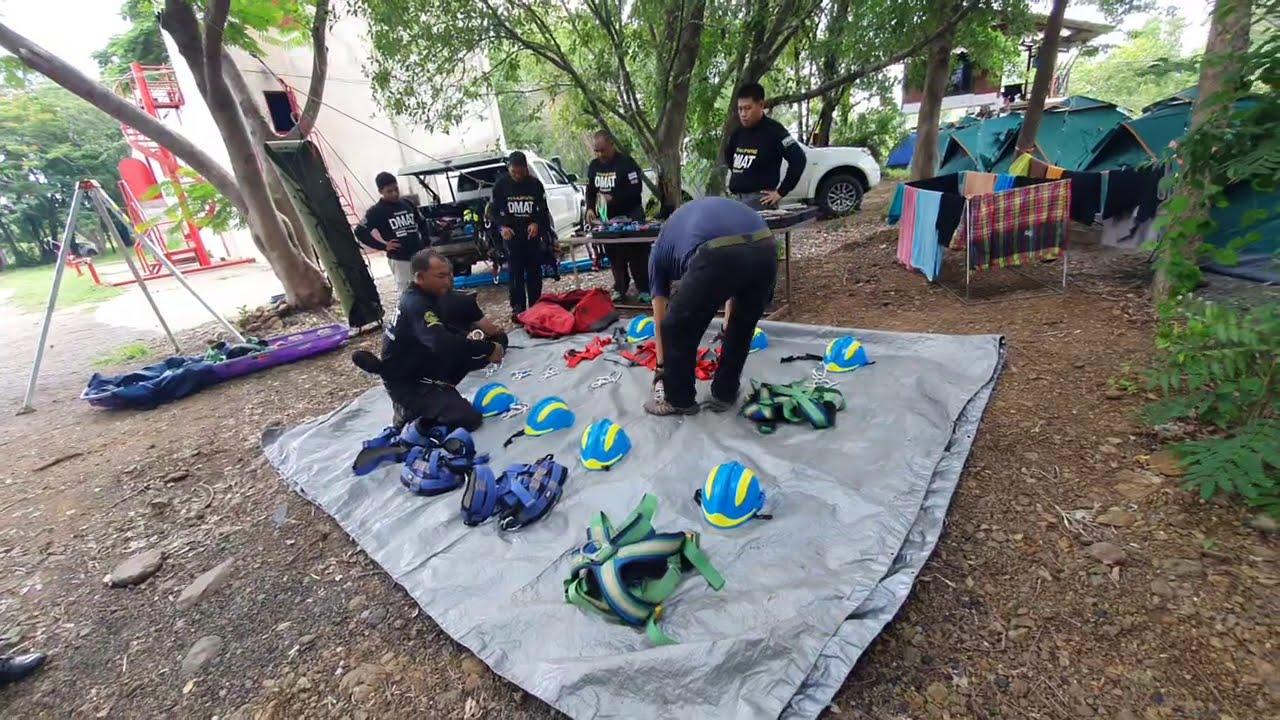 ฝึกกู้ภัย ทีมตอบโต้ภัยพิบัติ DMAT เตรียมอุปกรณ์กู้ภัยที่สูง