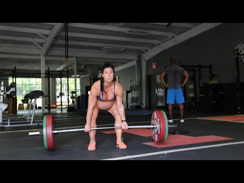 Pregnant And Pumping Iron: Fitness Instructor Deadlifts 205lbs fragman