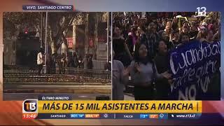 Marcha feminista termina con incidentes de encapuchados en Santiago